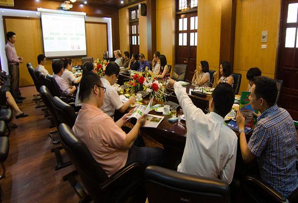 Lãnh đạo Dabaco và đoàn khảo sát đang thảo luận về các vấn đề sản xuất thực phẩm